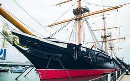 在波兹毛斯靠码头的HMS战士英国 图库摄影