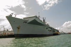 在波兹毛斯靠码头的HMS杰出 库存图片