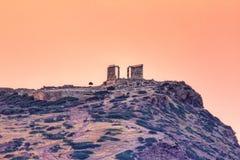 在波塞冬寺庙的日出在Sounio,希腊 库存照片