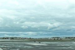 在波士顿摇石机场柏油碎石地面的雨天, 2017年5月15日 免版税库存照片