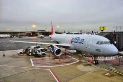 从在波士顿红袜号衣(B6)的空中客车A320绘的喷气机蓝色 图库摄影