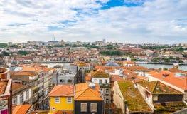 在波尔图屋顶的看法在葡萄牙 免版税库存照片