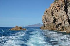在波尔图海湾的雕刻的岩石  免版税库存图片