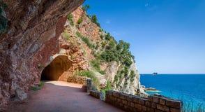 在波尔图海运肥皂水隧道之外的海岸线corse可西嘉岛du法国地中海山 免版税库存图片