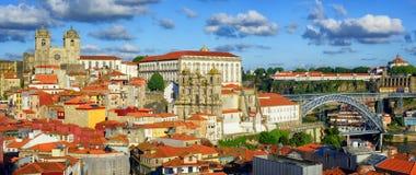 在波尔图,葡萄牙老镇的全景  免版税库存照片