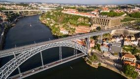 在波尔图` s老镇、Ribeira, Duoro的河和波尔图桥梁我跨接的Luiz, 2017年5月17日的鸟瞰图 库存照片