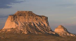 在波尼族印第安日落的小山 库存图片