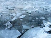 在波托马克河的蓝色冰 免版税库存图片