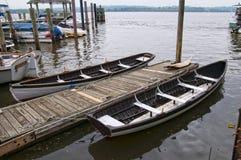 在波托马克河的银行的小船在亚历山大在弗吉尼亚美国 免版税图库摄影