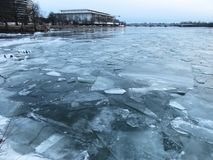 在波托马克的冰在1月 免版税图库摄影
