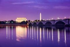 在波托马克的华盛顿特区纪念碑 免版税库存图片