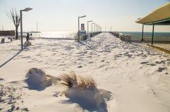 在波摩莱积雪的散步的跳船在保加利亚,冬天 免版税库存图片