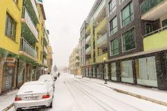 在波摩莱街道上的降雪在保加利亚, 12月31日 免版税图库摄影