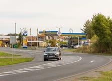 在波摩莱,保加利亚入口的加油站  免版税库存图片