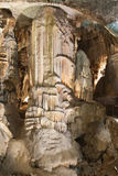 在波斯托伊纳洞的石笋 库存图片