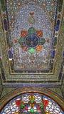 在波斯议院里面的水晶和冰屑玻璃天花板 库存照片