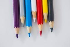 在波浪样式安排的色的铅笔 免版税库存照片