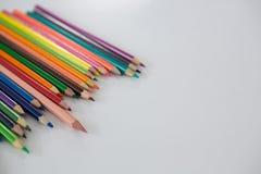 在波浪样式安排的色的铅笔 库存照片