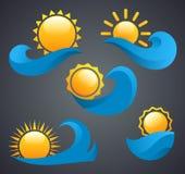 在波浪的太阳商标在黑背景 库存图片