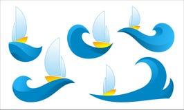 在波浪的小船商标在白色背景 免版税库存照片