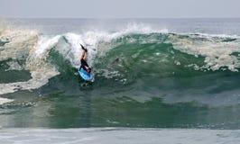 在波浪的Bodyboarder在拉古纳海滩,加州 免版税库存图片
