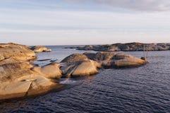 在波浪起伏的岩石的平台 库存图片