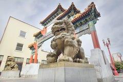 在波特兰俄勒冈唐人街门的中国Foo狗 免版税库存照片