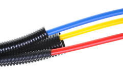 在波纹状的管子的供电电缆 免版税库存图片