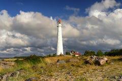 在波罗地的沙丘的古老灯塔 免版税库存照片