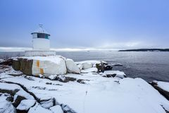 在波罗的海海岸的Lighhouse在冬天 免版税库存照片