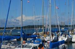 在波罗的海港口的小船 免版税图库摄影