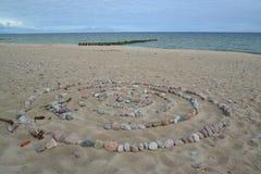 从在波罗的海的含沙海岸的石头被计划了的迷宫 图库摄影