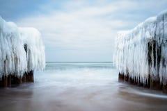 在波罗的海的岸的冬天在Kuehlungsborn,德国 免版税库存照片