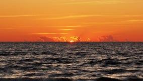 在波罗的海的橙色日落 库存照片