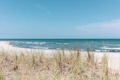 在波罗的海的沙丘的看法美好的天气的 图库摄影