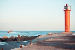 在波罗的海的红色烽火台 免版税图库摄影