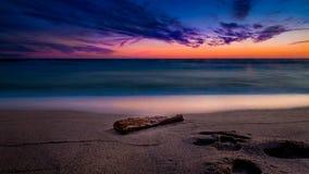 在波罗的海附近的日落光 免版税图库摄影