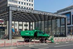 在波茨坦广场附近的警察封销线 库存图片