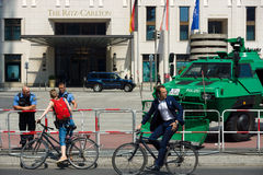 在波茨坦广场附近的警察封销线 图库摄影