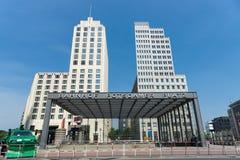 在波茨坦广场附近的警察封销线 免版税库存照片