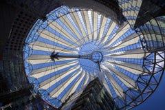 在波茨坦广场顶房顶建筑在索尼中心中在柏林 库存照片