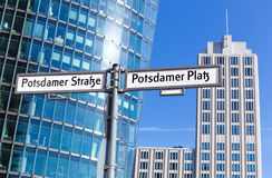 在波茨坦广场,柏林的路牌 图库摄影