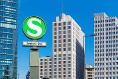 在波茨坦广场,柏林的铁路标志 库存图片