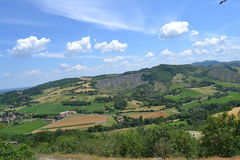 在波隆纳附近的石灰岩地区常见的地形公园 免版税库存照片