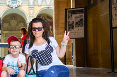 在波隆纳` s大学附近的愉快的tourst 免版税图库摄影
