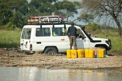 在泥困住的车,南苏丹 库存图片