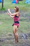 在泥的女孩跳舞在欧佐劳节日 免版税库存图片