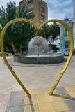 在注册处附近的雕塑心脏在阿斯特拉罕 免版税库存图片