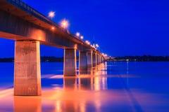 在泰国和老挝之间的友谊桥梁 图库摄影