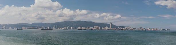 在泰国和马来西亚房客巴特沃思,从泰国火车里边的看法之间的山风景 免版税库存照片